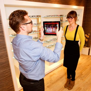 Smart Mirror Mobile App: A Tool For Opticians