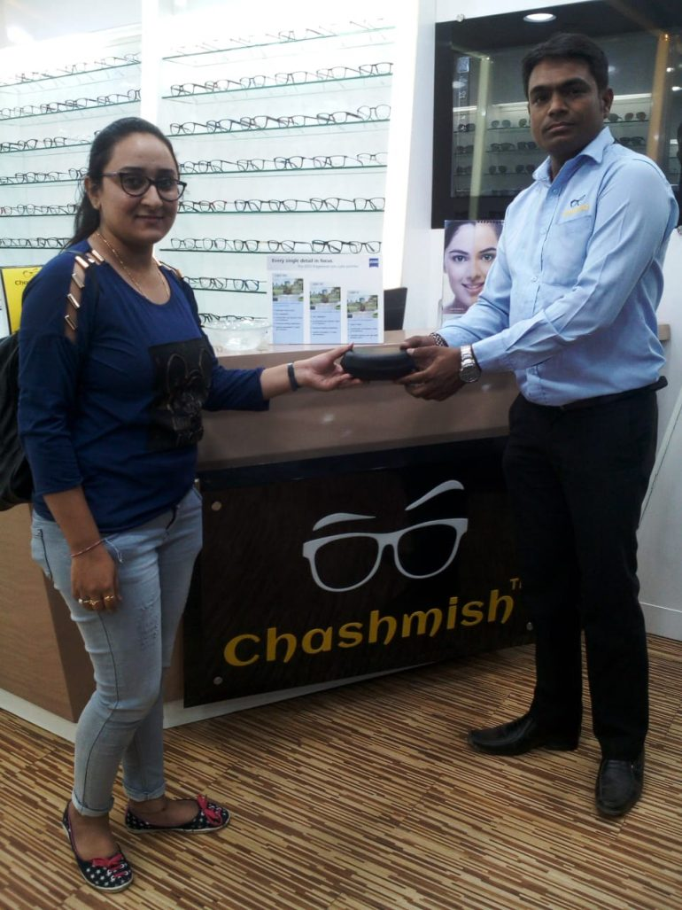 Vote&Win Campaign contestant wins Seraphin Eyewear by voting Chashmish Eyewear Store, Gujarat