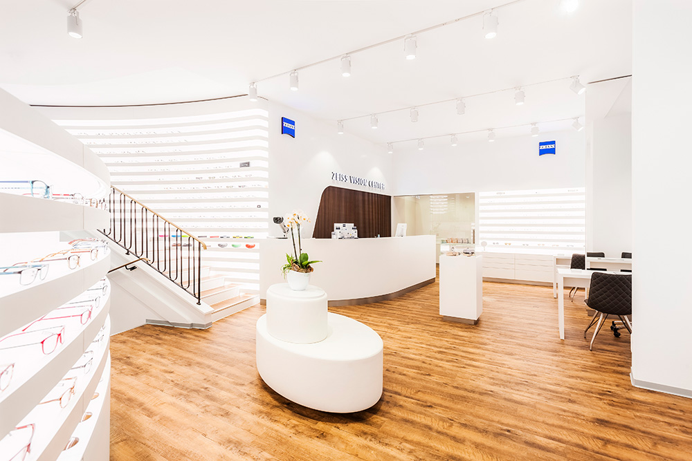 With the concept of ZEISS Vision Centers, eye care professionals can use the power of the ZEISS brand to keep their independence. The stores are fully owned and operated by the eye care professional.