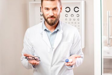 To Choose Or Not To Choose : Spectacles Or Contact Lenses for the 40+