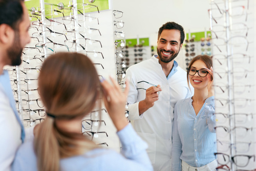 How to stay relevant as an optician in the digital age?