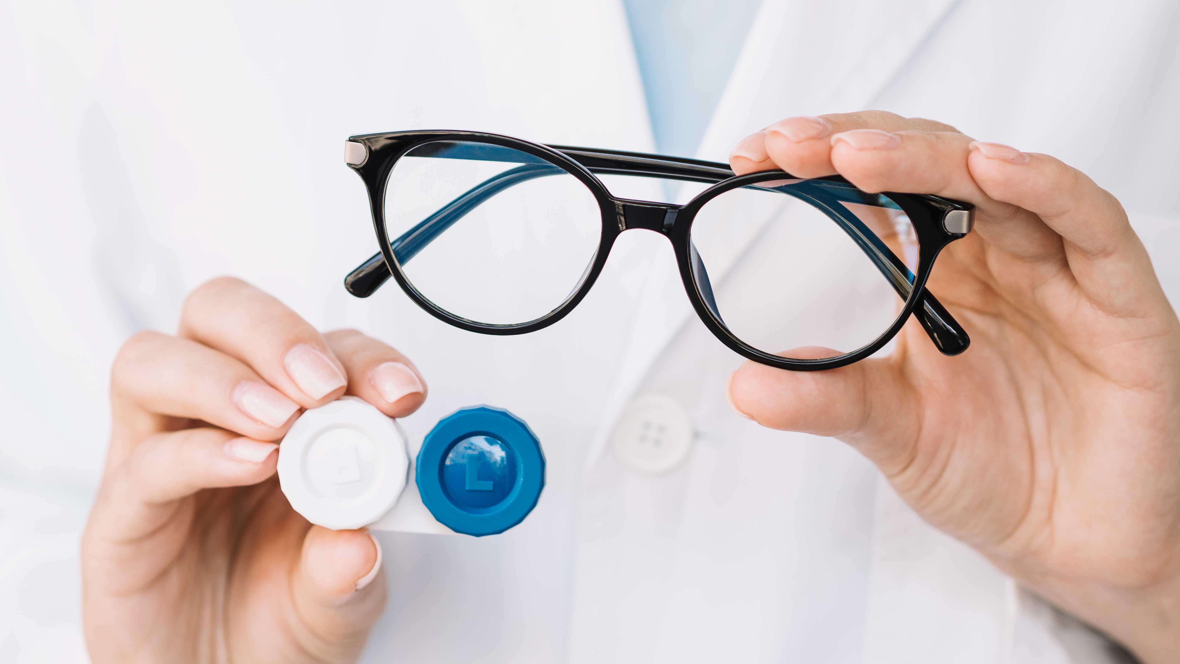 Eye-Doctors suggest people switch from lenses to glasses to avoid COVID-19
